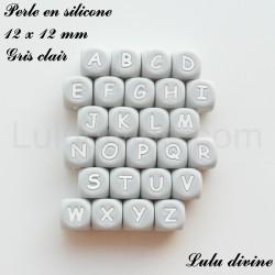Perle en silicone 12 x 12 mm Gris clair Lettre