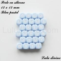 Perle en silicone 12 x 12 mm Bleu pastel Lettre