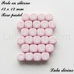 Perle en silicone 12 x 12 mm Rose pastel Lettre