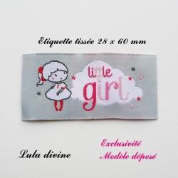 Étiquette tissée : Little girl (grise Nuage Petite fille)