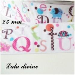 Ruban blanc avec les lettres de l'Alphabet multicolore de 25 mm