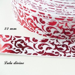 Ruban blanc Arabesque rouge effet brillant de 22 mm